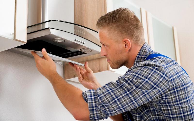 демонтаж вытяжки на кухне