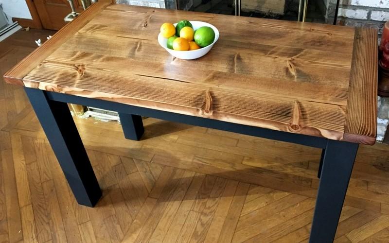 обеденный стол из остатков досок