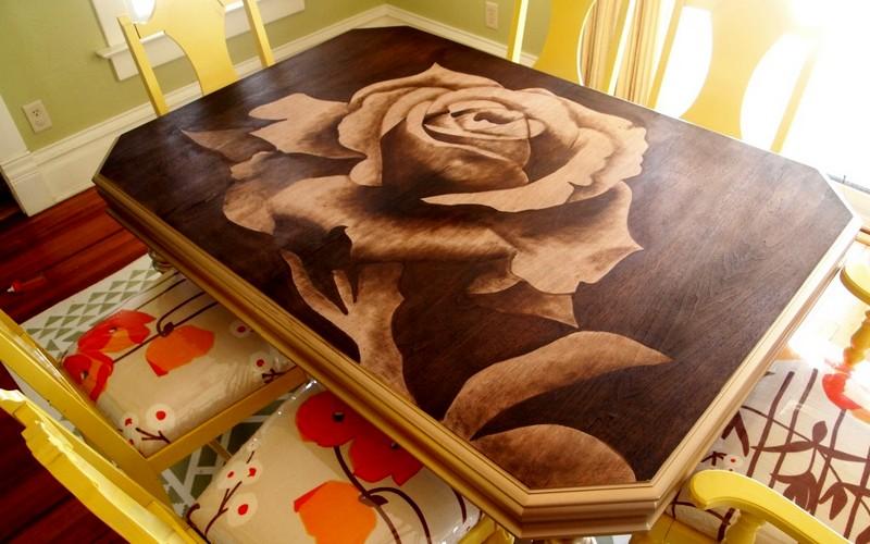 обеденный стол с рисунком