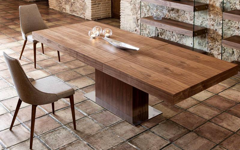 обеденный стол из дуба на кухне