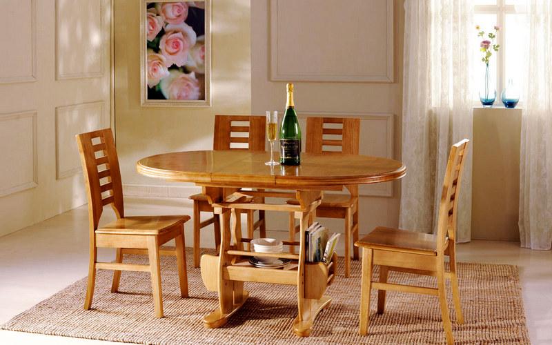 деревянный обеденный стол на кухне