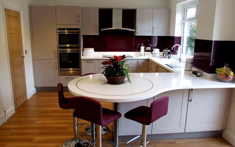 встроенная барная стойка на кухне