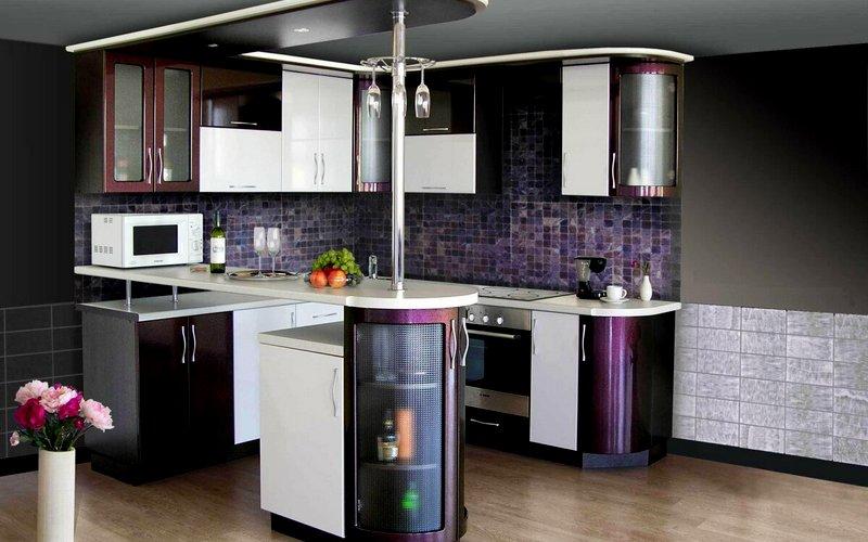 кухня углового типа с барной стойкой