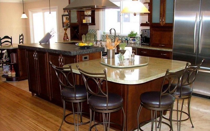 удобный барный стол на кухне