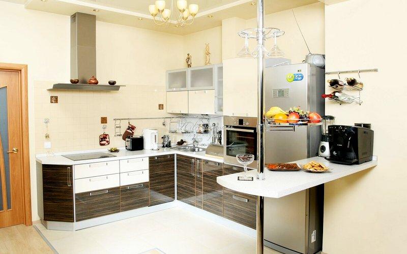 красива угловая барная стойка на кухне