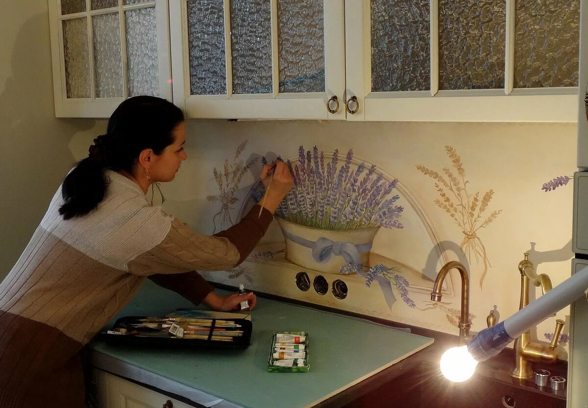 нанесение рисунка на фартук кухни