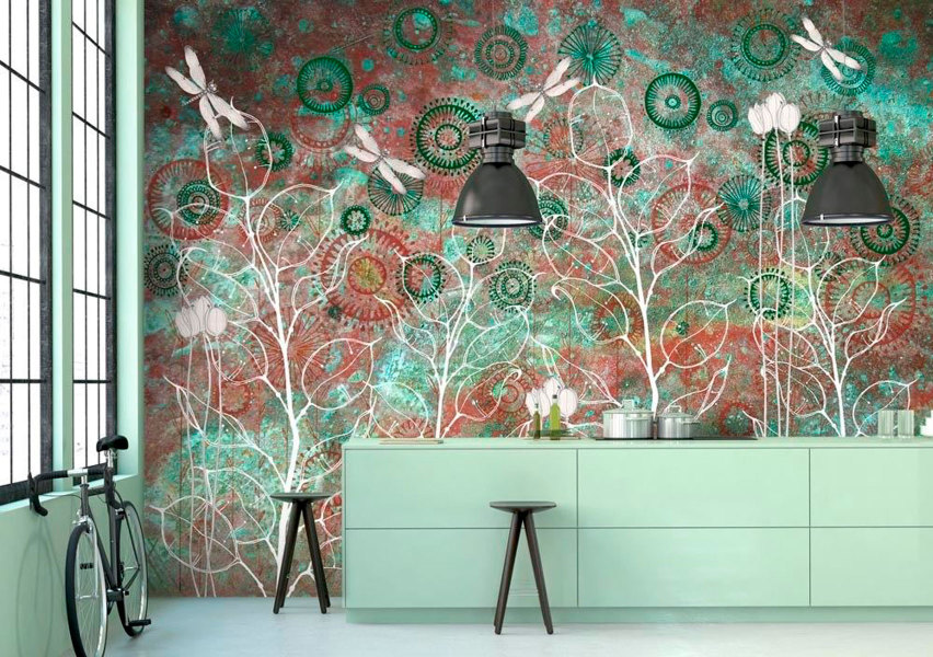 яркий рисунок на стене