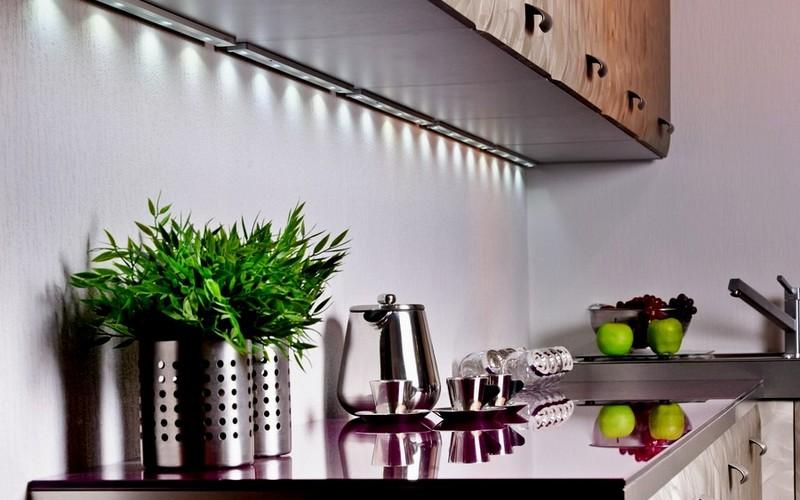 подсветка рабочей зоны небольшой кухни