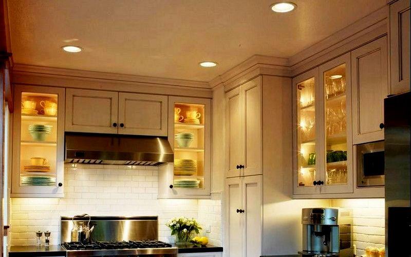 подсветка на кухне в шкафах