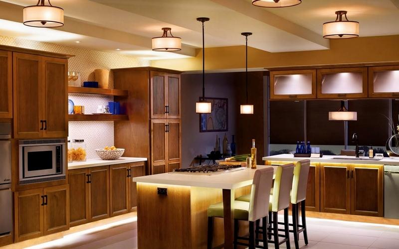 оригинальное освещение на небольшую кухню