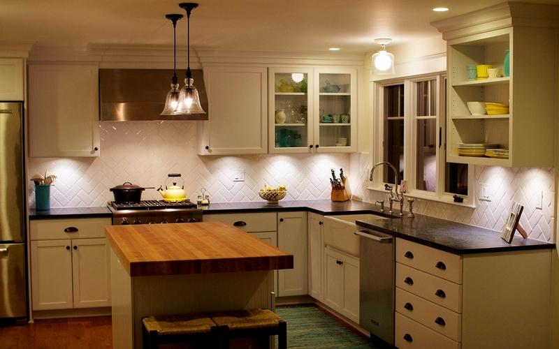 теплый свет на кухне