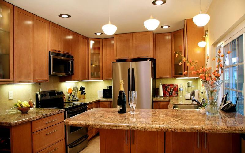 оригинальные точечные светильники на кухне