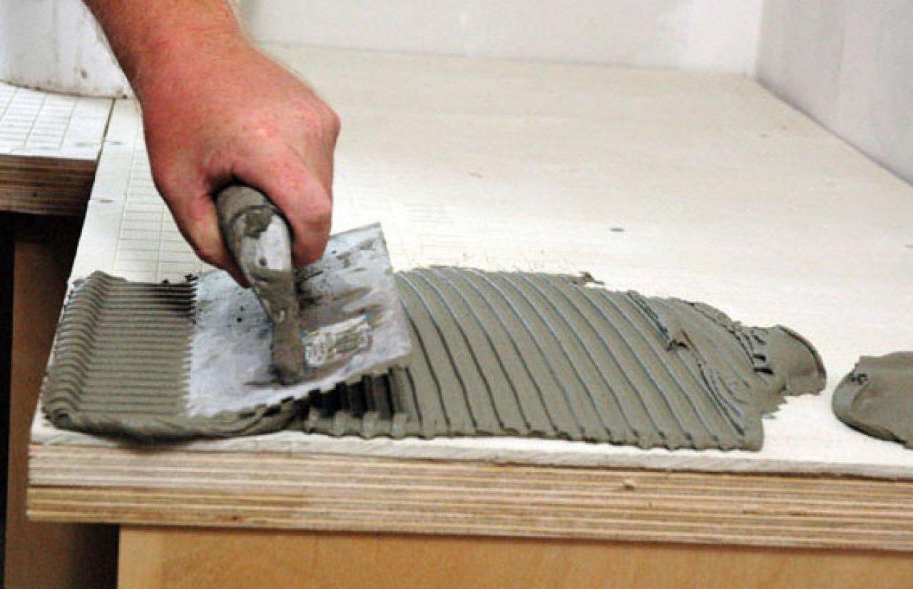 подготовка клеевой поверхности для установки керамогранита