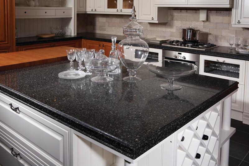 фото черной кварцевой столешницы для кухни