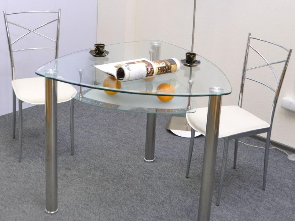 треугольный стеклянный стол