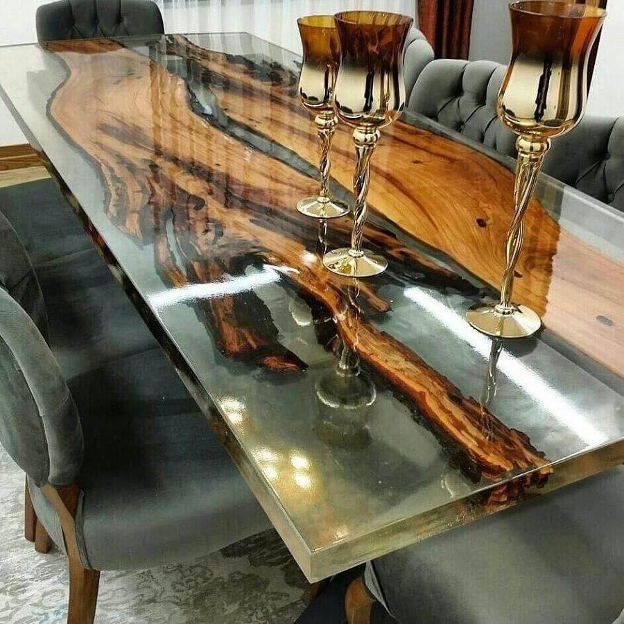 стол из дерева и эпоксидки