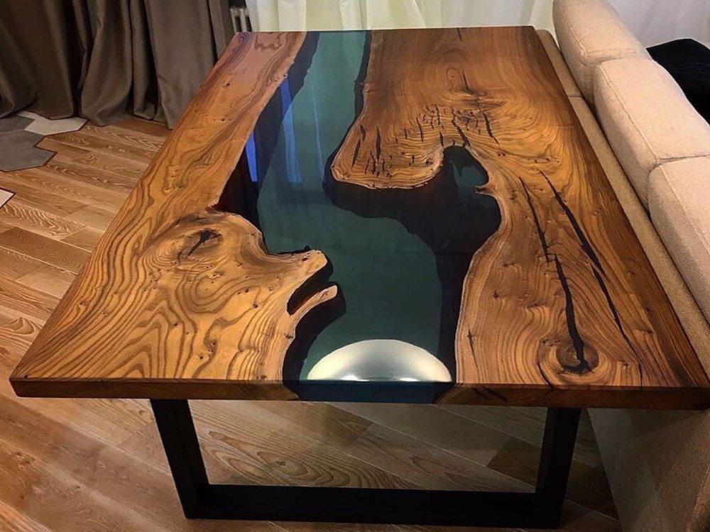 Дубовый стол с эпоксидкой
