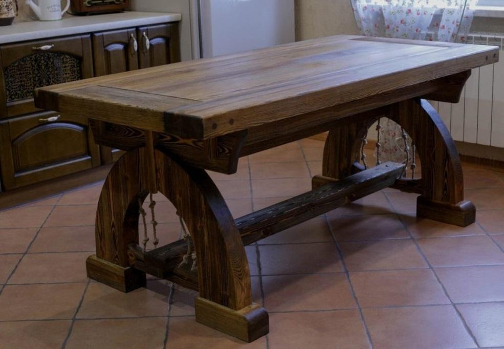 Оклад деревянного стола с гвоздями