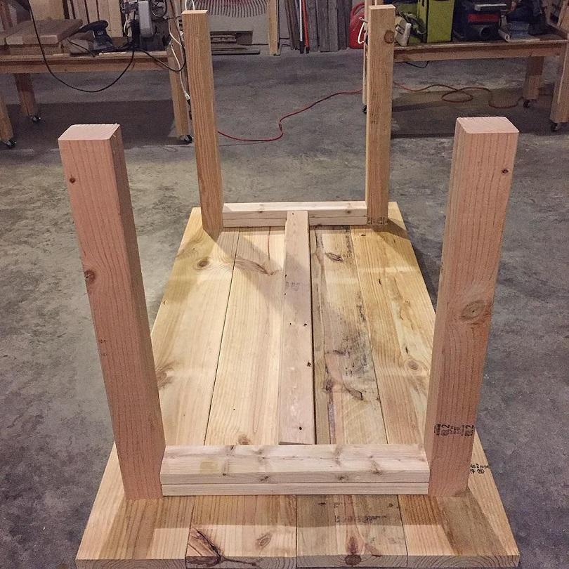 Подстолье стола из дерева