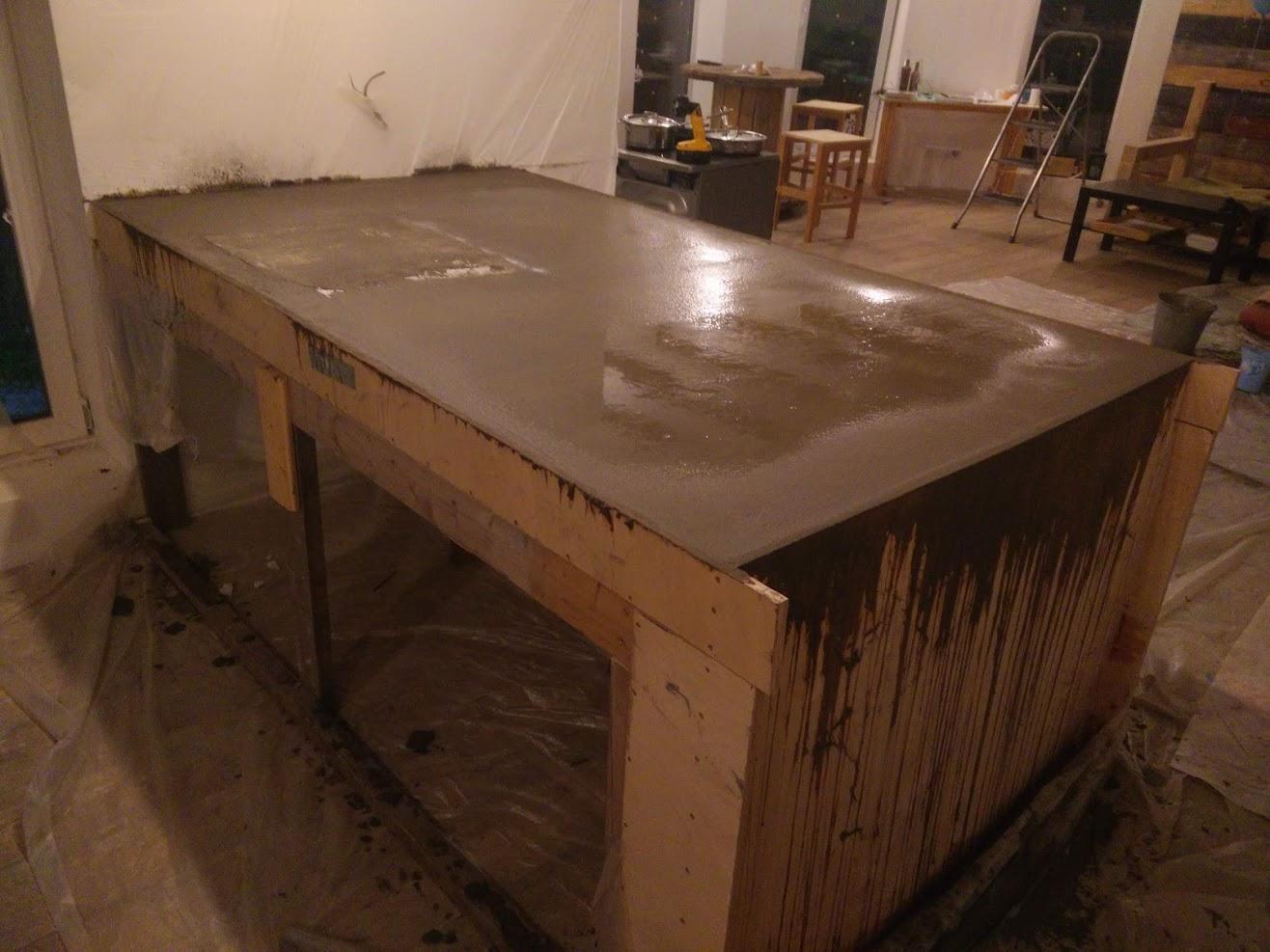 заливка бетонной столешницы