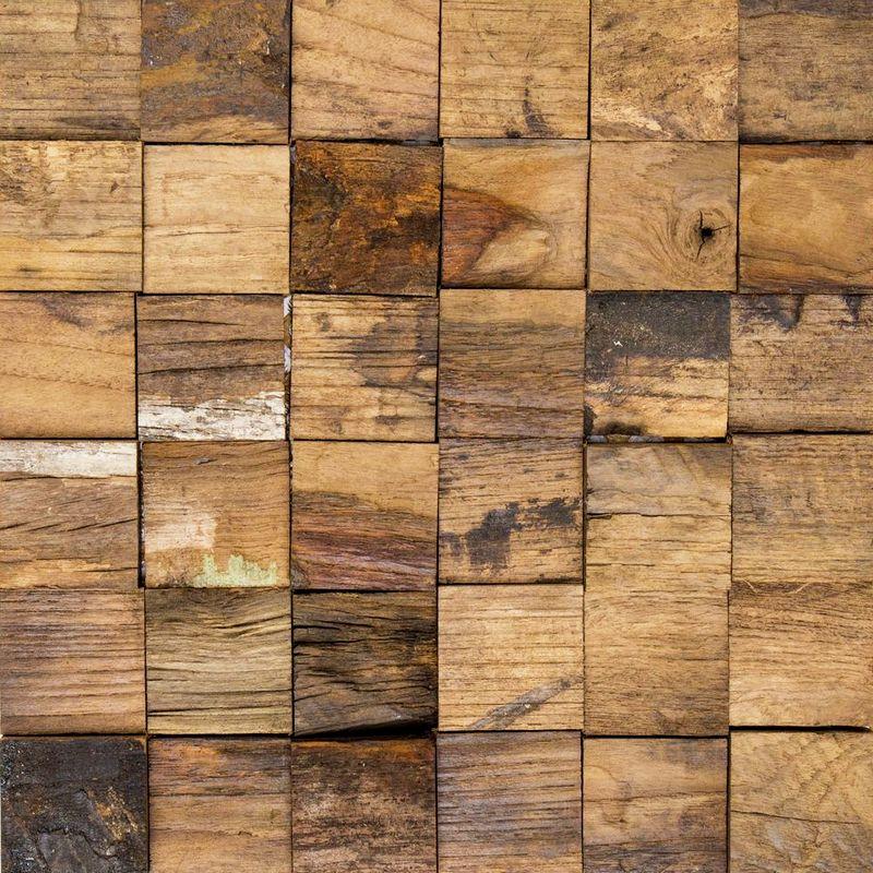 Оригинальная мозаика с деревянными элементами