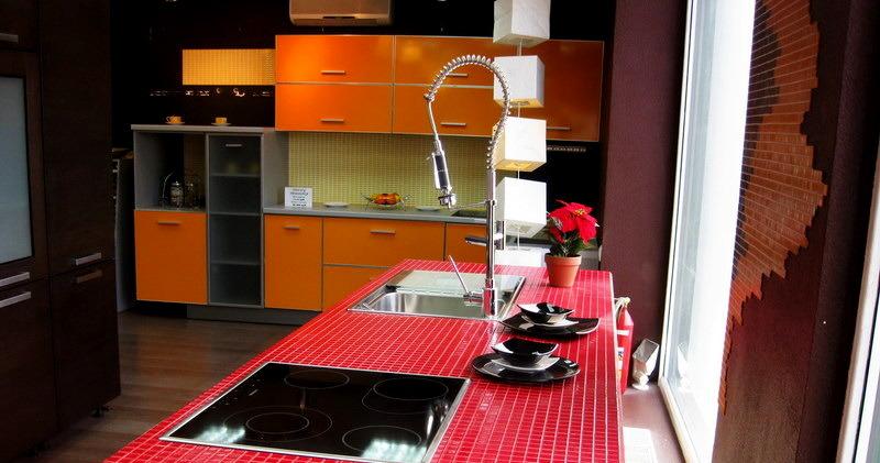 Дизайн столешницы из мозаики на кухне