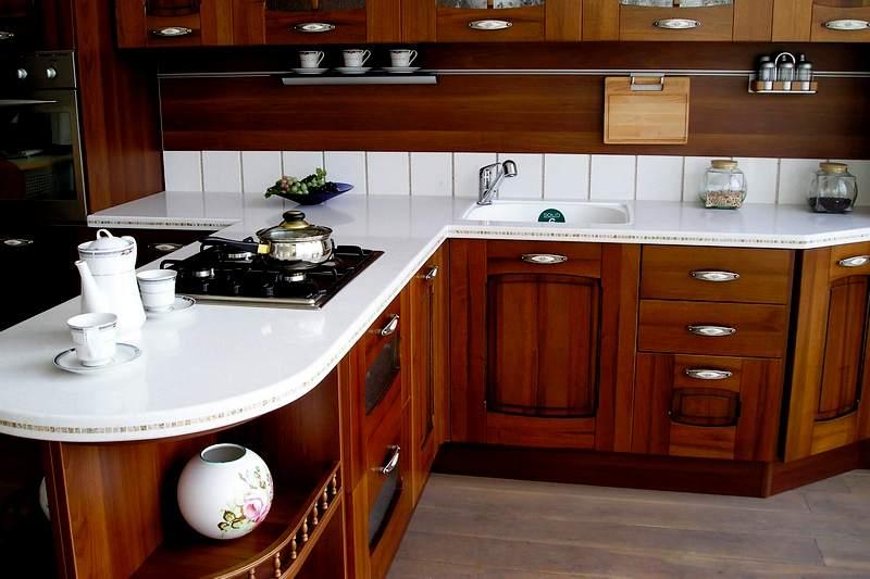 светлая столешница для кухни из мдф