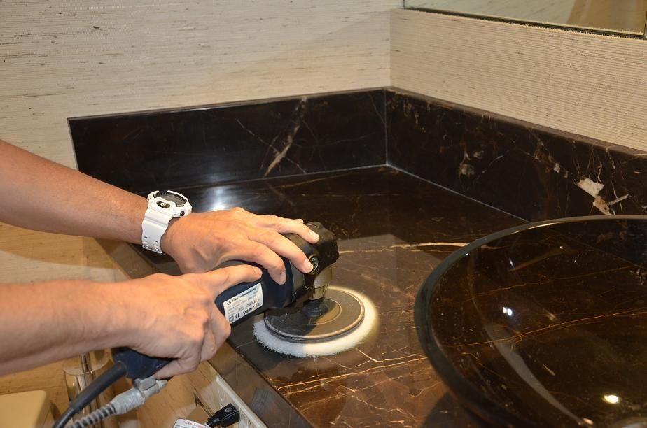 полировка поверхности мраморной столешницы