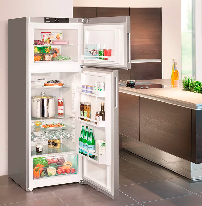Холодильник среднего размера